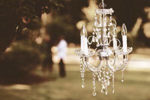 A delicate lookin chandelier
