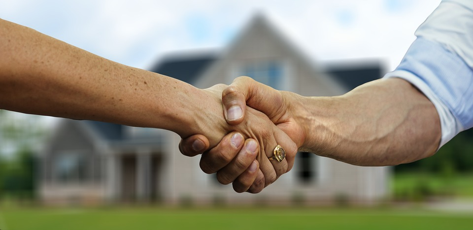 If you want to shake your hands with a moving expert you need to know how to evaluate local moving companies.